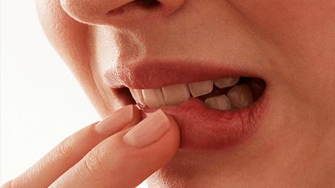 Папиллома во рту: почему появляется и как лечить